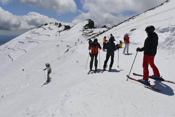 Jarná lyžovačka v Lomnickom sedle.