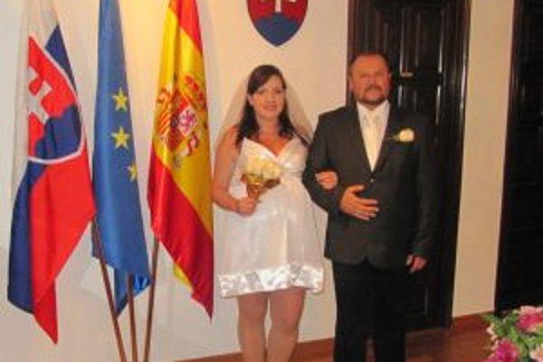 Drahomír Daloš s manželkou Veronikou sa sobášili na veľvyslanectve SR v Madride.
