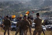 Podporovatelia hnutia Hizballáh protestujú na izraelsko-libanonskej hranici.