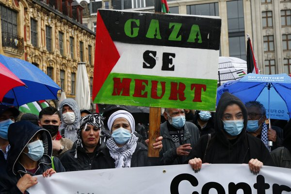 Ľudia na podporu Palestíny vyšli do ulíc aj vo francúzskom meste Lille.