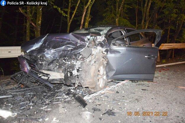 Nehodu zrejme zapríčinil 21-ročný šofér.