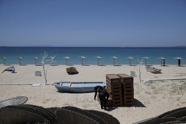 Letná dovolenková sezóna sa začína, cestovanie má Európanom uľahčiť covid pas.