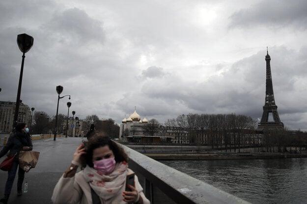 Eiffelova veža v Paríži bola pre pandémiu koronavírusu zatvorená niekoľko mesiacov.