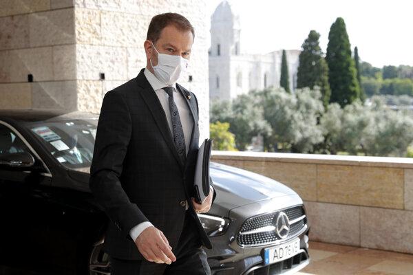 Minister Igor Matovič počas príchodu na zasadnutie ministrov financií eurozóny v Lisabone.