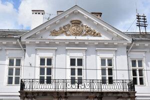 Palác bol postavený v roku 1807 v klasicistickom štýle.