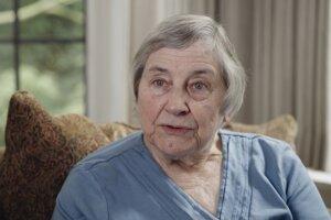 Dula a fyzioterapeutka Penny Simkin. Záber z filmu Neviditeľná.