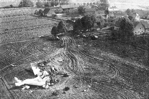 Lietadlo sa zrútilo 11. októbra 1968 pri obci Ptice.