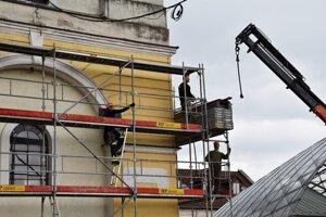 Mesto začalo srealizáciou projektu Obnova mestskej veže vBrezne.