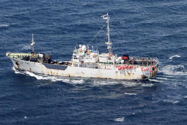 Ruská nákladná loď AMUR, ktorá sa zrazila s japonskou rybárskou loďou.