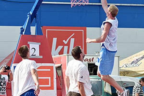 V hlavnej kategórii súperilo deväť tímov o prvú cenu - 300 eur.
