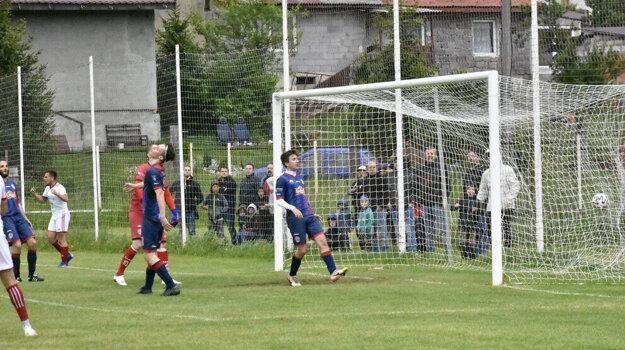 V štvrtoligovom stretnutí Raslavice - Veľký Šariš núdza o góly nebola.