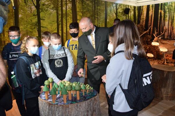 Lesnú školu v Leviciach otvorili 1. júna.
