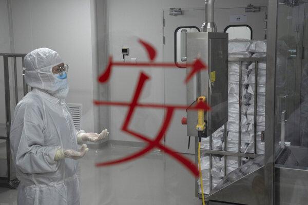WHO povolila používanie vakcíny od čínskeho Sinovacu.