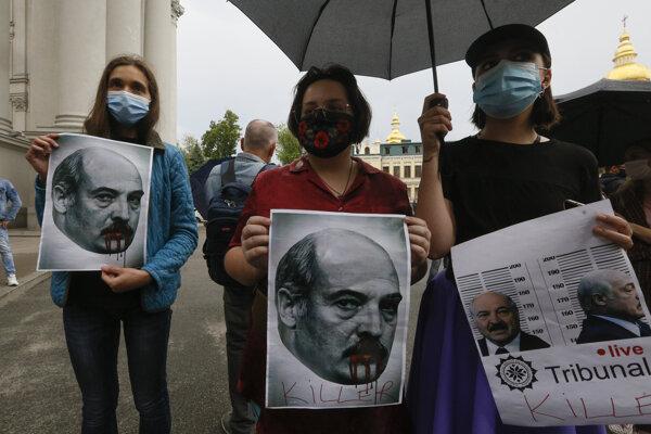 Demonštrácia proti Lukašenkovi v Kyjeve.