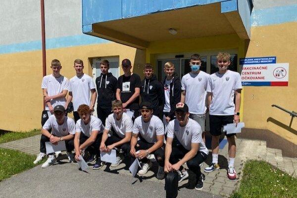 Mladí futbalisti sa dali očkovať v Trstenej.