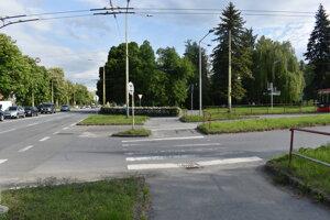 Priechod pre chodcov cez Požiarnicku ulicu.