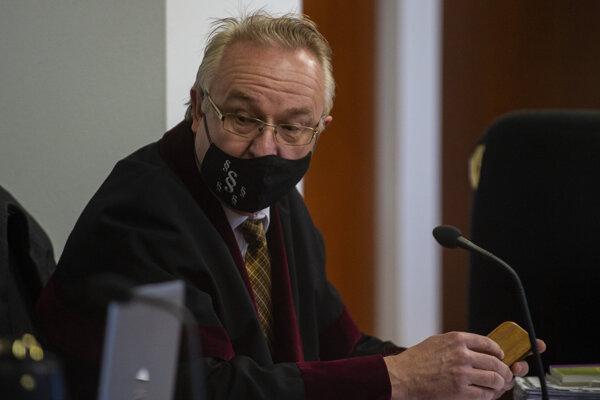 Prokurátor Ján Šanta počas hlavného pojednávania so Štefanom Ághom.