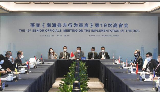 Čínsky minister zahraničných vecí Wang I dnes na stretnutí s rezortnými kolegami z 10-členného Združenia národov juhovýchodnej Ázie.