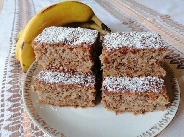 Šťavnatý hrnčekový koláč z prezretých banánov