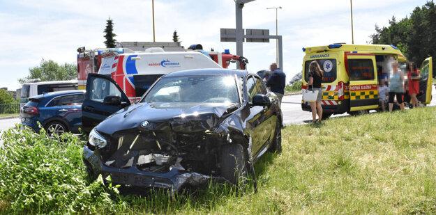 Aj vodiča BMW brala sanitka.