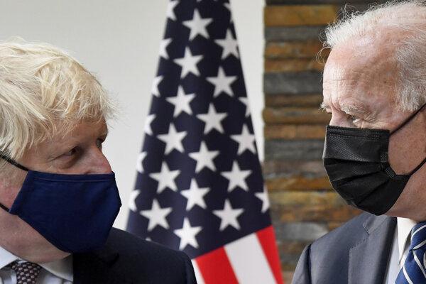 Britský premiér Boris Johnson a americký prezident Joe Biden.