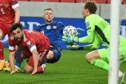 Milan Škriniar v súboji pred ruskou bránkou.