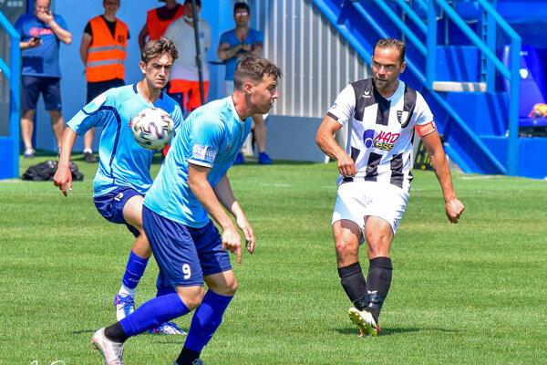 Zo zápasu Nitra B - Myjava (0:4): Šimon Kováč, Denis Pánsky a Tomáš Kóňa.