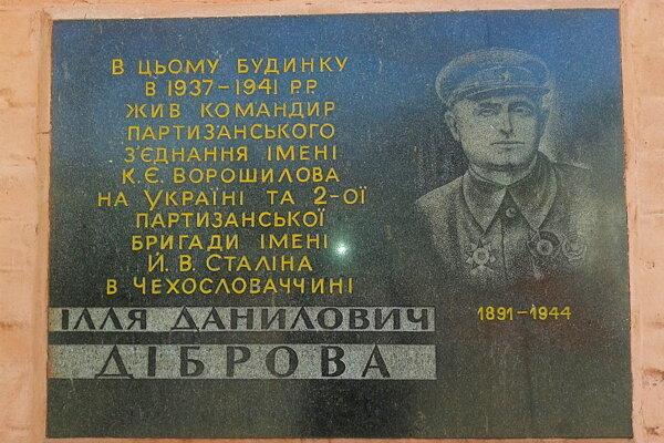 V Ukrajine uvádzajú na dome, vktorom žil, správne meno Iľja Danilovič Dibrova.