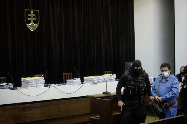 Marian Kočner prichádza do pojednávacej miestnosti Najvyššieho súdu.