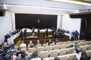 Pojednávacia miestnosť Najvyššieho súdu.