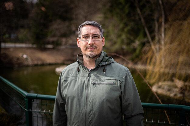 Jaroslav Slašťan je šéf Zásahového tímu pre medveďa hnedého, odborník na správanie a etológiu tohto druhu.