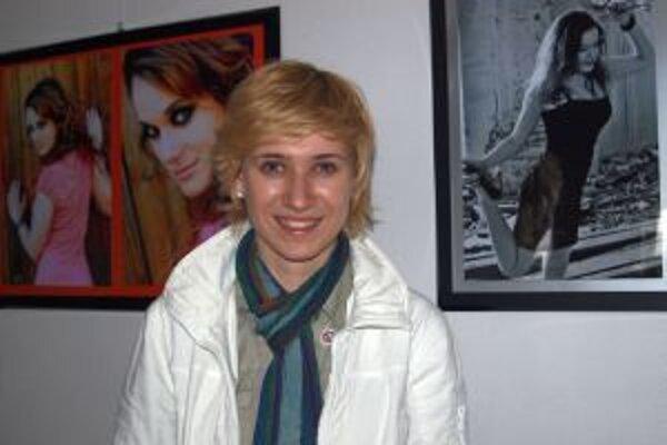 Aneta Spálová pri svojich glamour fotkách.