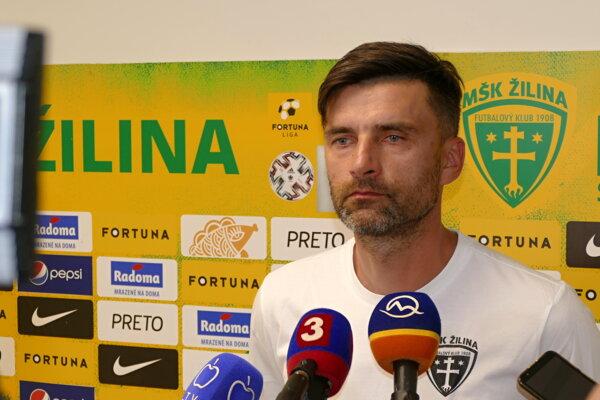 Tréner MŠK Žilina Pavol Staňo počas dnešného stretnutia s novinármi.