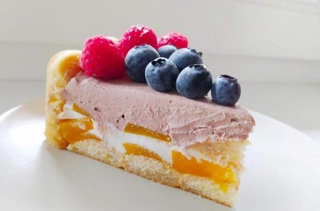 Nepečená jogurtová torta s ovocím