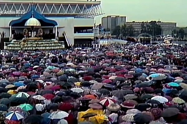Archívne zábery z návštevy pápeža Jána Pavla II. v Prešove v roku 1995.
