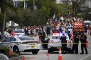 Polícia na mieste činu po tom, ako auto vrazilo do davu počas sprievodu gay pride na Floride.