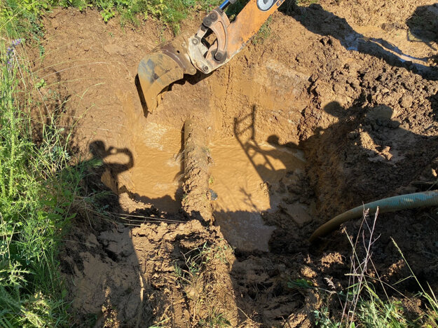 Potrubie sa podarilo vodárňam opraviť pred poludním.