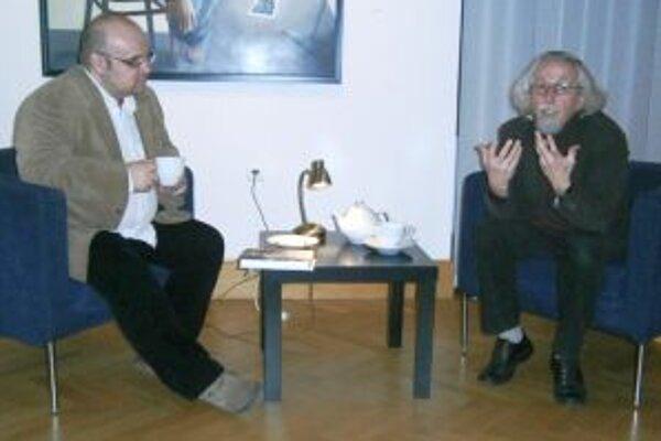 Prvá k cyklu besied 4-3-2-1... - zľava Dado Nagy a Péter Hunčík.