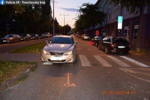 Dopravná nehoda na Rázusovej ulici v Trenčíne.