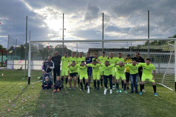 Po výhre nad bánovským béčkom 3:2 sa futbalisti Bitarovej mohli radovať z historického postupu do V. ligy.