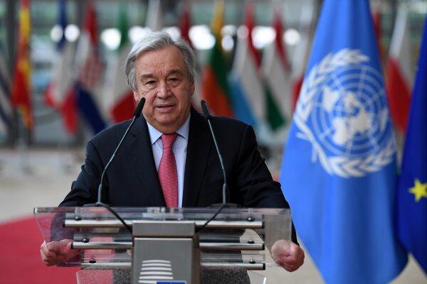 Generálny tajomník Organizácie Spojených národov António Guterres odpovedá na otázky novinárov počas príchodu na summit EÚ v Bruseli.