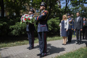 Prezidentka SR Zuzana Čaputová počas pietnej spomienky pri príležitosti Dňa pamiatky obetí komunistického režimu na Jakubovom námestí v Bratislave.