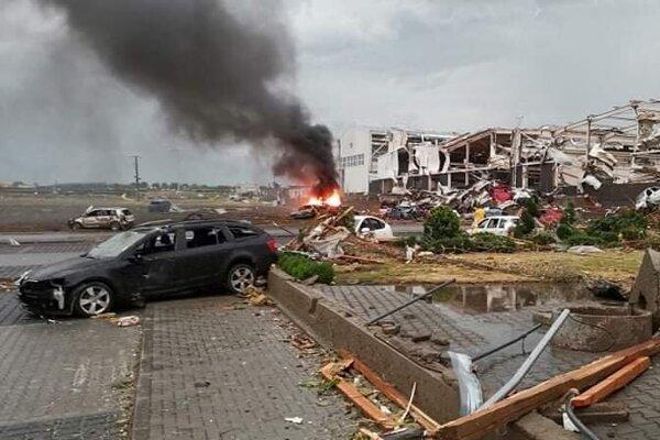 Veľké škody sú hlásené z obce Lužice.