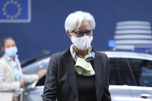 Šéfka Európskej centrálnej banky Christine Lagardová prichádza na summit lídrov Európskej únie.