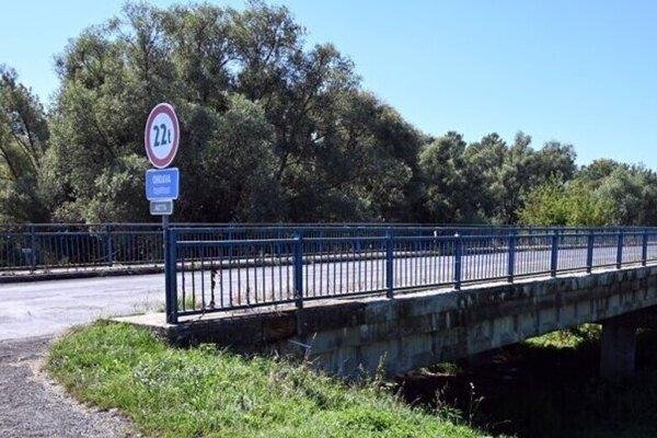 Most musia zbúrať, čiastočne Ondavu premostia.