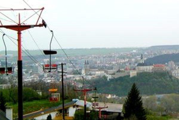 Sedačková lanovka mala nástupnú stanicu pri reštaurácii Artin. Mesto uvažuje o jej obnovení.