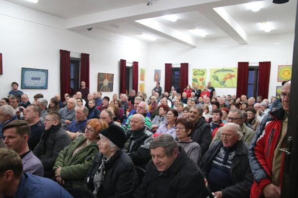 Na verejný hovor do Liptovského Jána prišlo takmer 140 ľudí.
