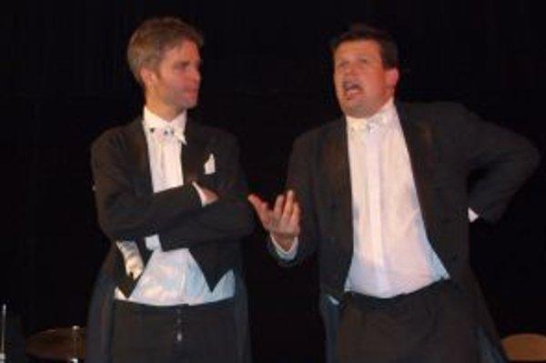 Autormi kabaretu boli (zľava) Kamil Žiška a Jakub Nvota.