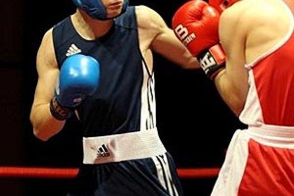 Patrik Rajcsányi svojho súpera poslal v 2. kole na podľahu ringu.