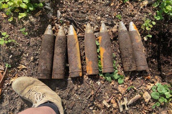 Šlo o celkovo sedem kusov delostreleckých granátov 75 mm.
